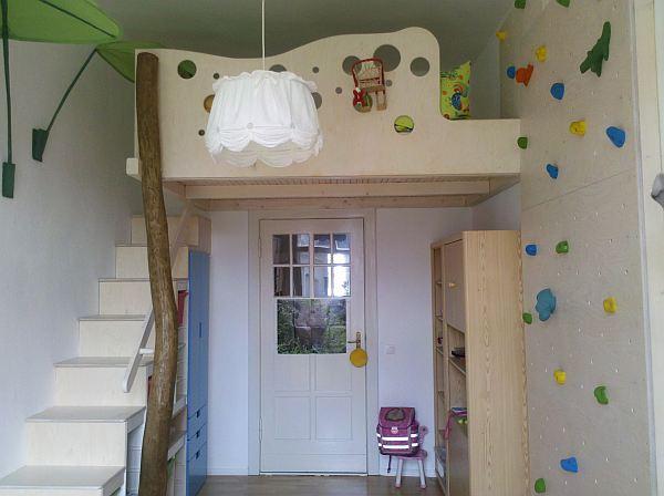 treppe f r hochbett aus kleiderschrank und trofast. Black Bedroom Furniture Sets. Home Design Ideas